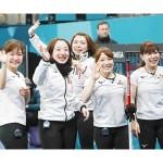 日本女子が初の銅、英国の最終投ずれ競り勝つ