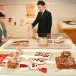 「カザフスタン展」始まる、民族衣装体験も