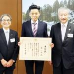 文化庁長官が辻一弘さんを国際芸術部門で表彰