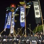 勇壮な旗頭で天皇皇后両陛下に歓迎の意を示した=3月27日、沖縄県那覇市奥武山公園
