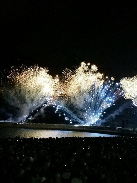 夏を告げる北斎の花火「沖縄・琉球海炎祭」