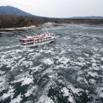 「ガリガリ、ゴリゴリ」と、湖面に響く春の音