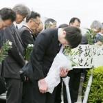 「衝撃、きのうのよう」、事故現場で遺族ら献花