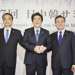 (左から)李克強氏、安倍首相、文在寅氏