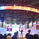 ソーシャルゲーム展示の超「#コンパス」ステージは対戦コンテンツの実況。大盛り上がりである