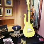 プリンスさんが使用したギター、2500万円で落札