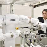 筑波大、バイオ実験ロボット「まほろ」を公開