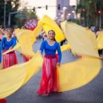 ブラカン州のフィエスタ・リパブリカ。フィリピンの国旗をテーマにしたカラフルな旗が特徴