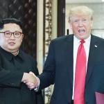 金正恩氏(左)とトランプ氏
