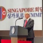 記者会見するトランプ米大統領=駐日米大使館ツイッターより