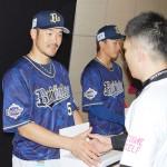京セラドームと甲子園球場で選手らが募金活動