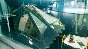 米空軍ステルス機の残骸