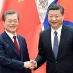 文在寅大統領(左)と習近平・中国国家主席