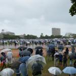 「7万人」とは見えない参加人数=11日午前11時半、沖縄県那覇市の奥武山陸上競技場