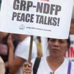 共産勢力との和平交渉再開を求める女性