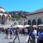 モナスティラキ広場から見上げるアクロポリス