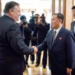 ポンペオ米国務長官(左)と金英哲朝鮮労働党副委員長