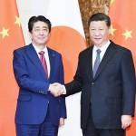 安倍晋三首相(左)と習近平国家主席