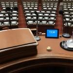 衆院本会議場の演壇にタイマーの設置を決める