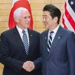 ペンス米副大統領(左)と安倍晋三首相