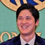 記者の質問に答えるロサンゼルス・エンゼルスの大谷翔平選手 =22日午前、東京・千代田区の日本記者クラブ