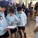 小学生が税務署員に、「考える週間」で職業体験