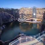 上海で採石場の跡地に巨大高級ホテルが完成