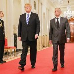 トランプ大統領(中央)とマティス国防長官