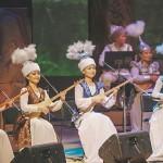 キルギスの国民楽器コムズの演奏