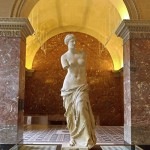 仏ルーブル美術館、月1で土曜の夜を無料に