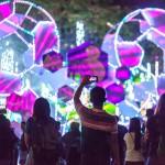 マカティ市アヤラ・トライアングルでは、ディズニーをテーマにしたイルミネーションが人々の目を楽しませた