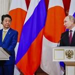 プーチン大統領(右)と安倍晋三首相