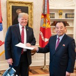 金英哲朝鮮労働党副委員長(右)とトランプ米大統領