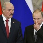 ルカシェンコ大統領(左)とプーチン大統領