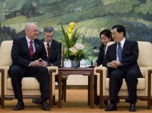 胡錦濤中国国家主席(当時、右)とヘンリー・ポールソン米財務長官