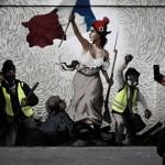 燃料税引き上げ、反政府デモ導く「自由の女神」