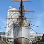 20年ぶりドックの水抜き、「帆船日本丸」改修
