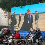 ハノイ市内の中心街に設置された米朝首脳会談のニュースを流す大型モニター