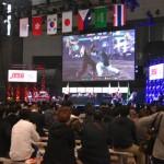 格闘ゲーム「鉄拳7」による大会の様子