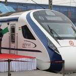 インド初の準高速鉄道の「一番」列車が牛と衝突