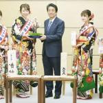 安倍首相「梅大使」の飯塚たまきさんらと面会
