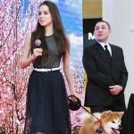 アリーナ・ザギトワ選手が愛犬マサルと登場
