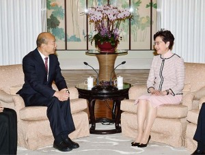林鄭月娥行政長官(右)と韓国瑜市長