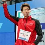 収穫十分、渡辺一平選手が男子200平泳ぎで優勝