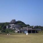 中城城跡から見えるホテル廃墟