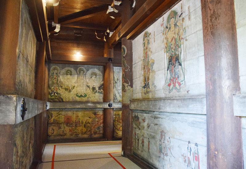 初公開、373年前に描かれた観音堂の障壁画