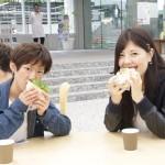 学生に健康な食生活を、昼食と朝食の無料提供