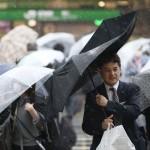 関東甲信で大雨に、各地で停電が相次ぐ