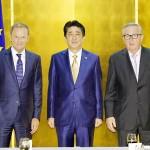 トゥスク大統領(左)、ユンケル欧州委員長(右)と安倍首相