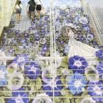 JR熊谷駅で「涼しさ」を演出する階段アート